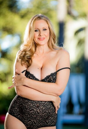 Lascivious temptress loves male attention and furthermore bares huge knockers to have it