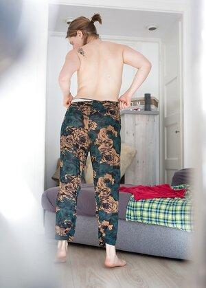 Voyeur Sexy Pictures