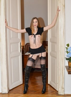 Kinky photographer tricks budding adult model into striptease and doing it