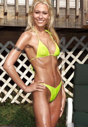 Enjoy in a green bikini uses speculum to expand also her pink slit and also air it